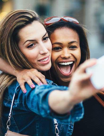 Tips de maquillaje para salir más guapa en los selfies
