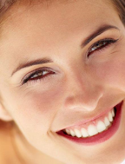 6 consejos que nos ayudarán a lucir unos dientes más blancos