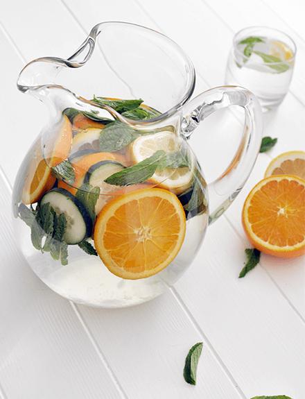 3 recetas de aguas de sabores y sus propiedades