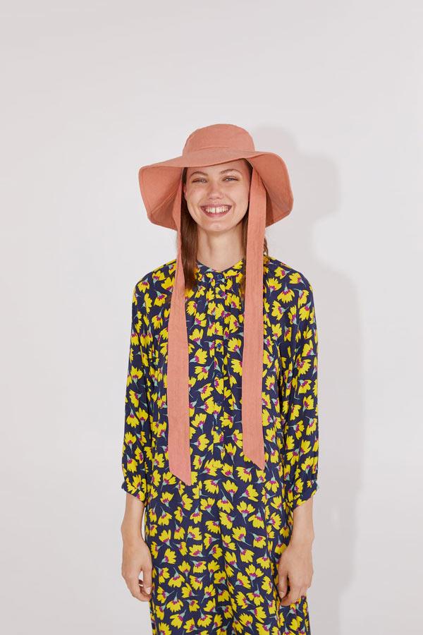 Moda con bucket hat en Ruta de la Plata